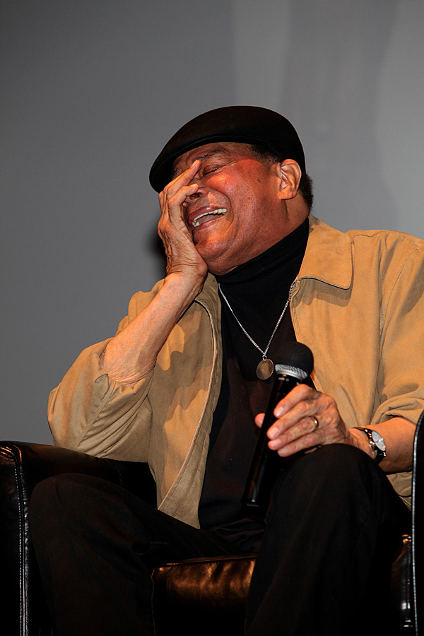 meet jarreau singles Al jarreau, the legendary jazz  his biggest single was we're in this love together from 1981  (presumably to meet the designer).